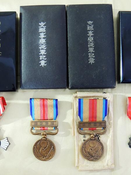 勲章等6点 日本赤十字社金色有功章+銀色 勲八等 功七級 他